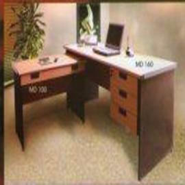 *Meja kantor Daiko 10*